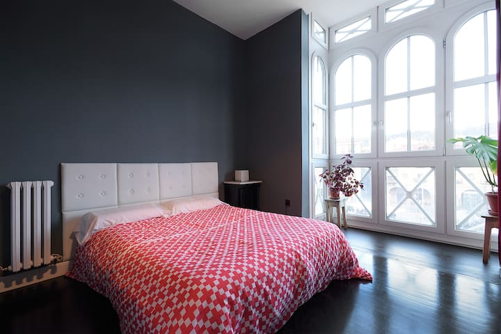 Flat in Old Town facing the river - Bilbao - Apartment
