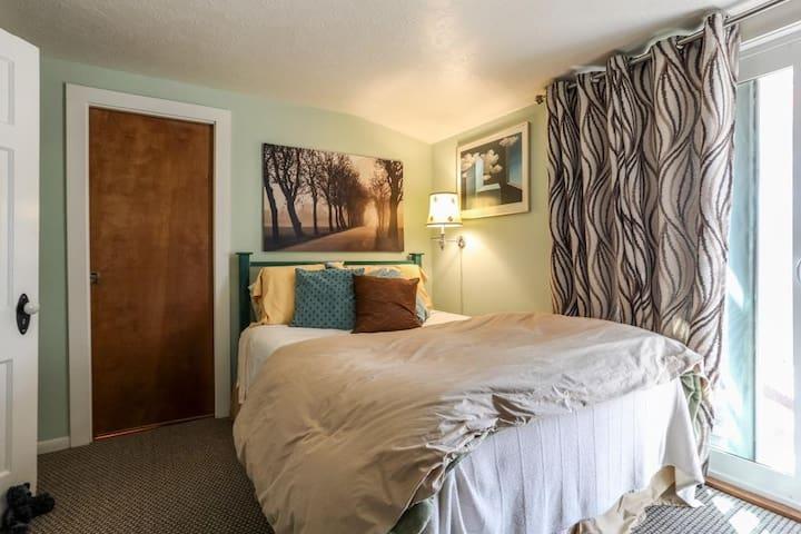Amazing queen bed
