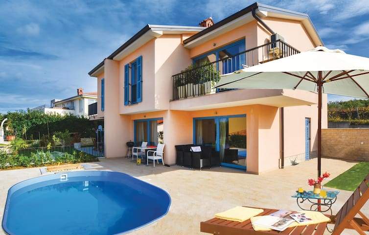 Holiday cottage with 3 bedrooms on 112 m² in Portoroz