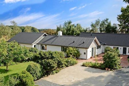 Hyggeligt værelse i det naturskønne Jeksendalen - Hørning - Вилла