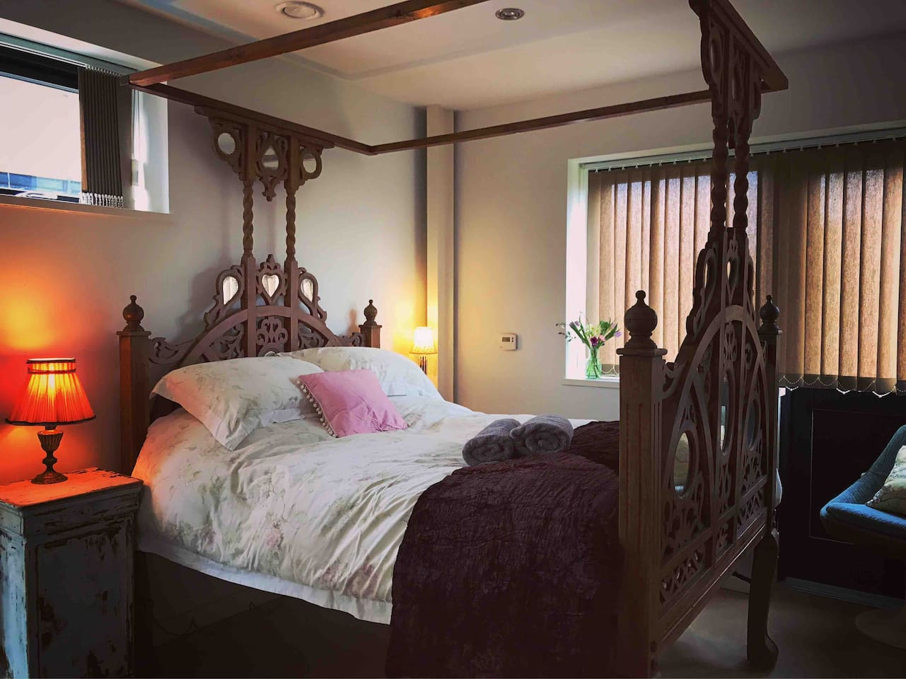2nd double room with lovely vintage carved Indian bed..
