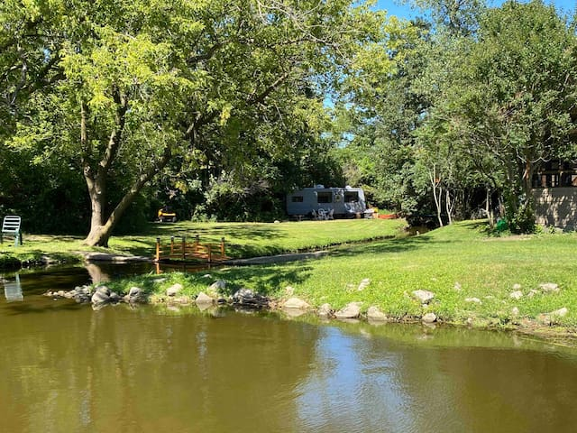 Perfect couples getaway! Glamping on private lake!