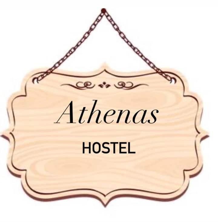 Athenas Hostel bem localizado