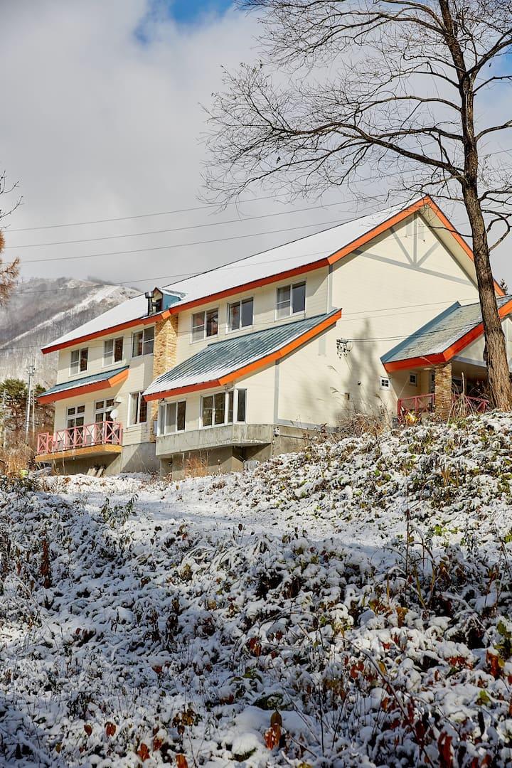 Cortina Ski-to-door House w/Private Chef, Bar, Spa