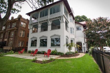 Midtown Historic Designer Apartment, Zara