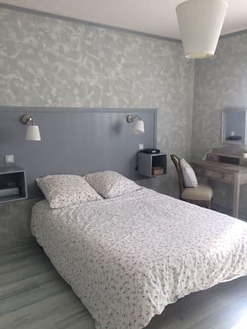 Chambre confortable dans maison avec jardin