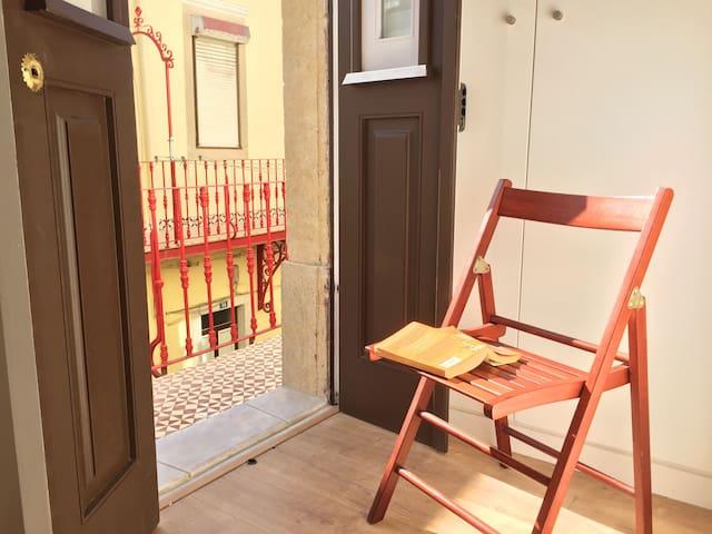 Cozy and Sunny in Graça!