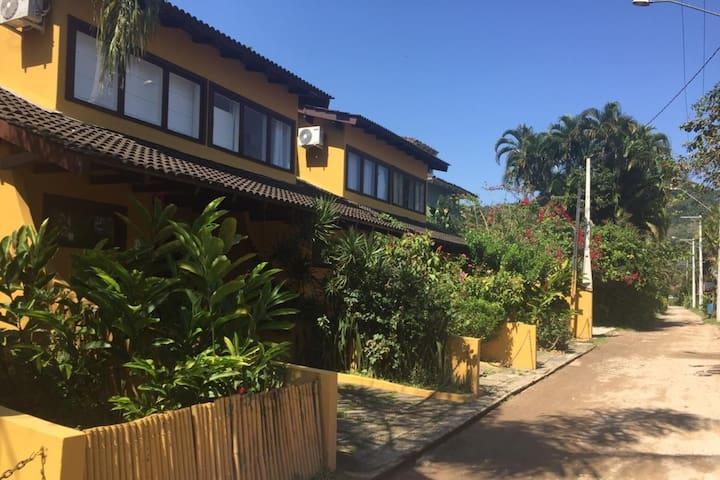 Casa em condomínio no Sahy