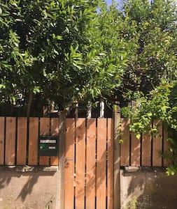 Bungalow privé avec jardin à 100m de la mer