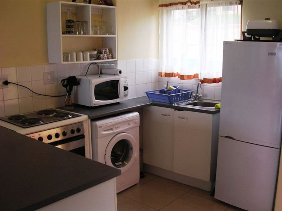 fully equiped kitchen. with crockery and utensils to bring out the Masterchef in you.