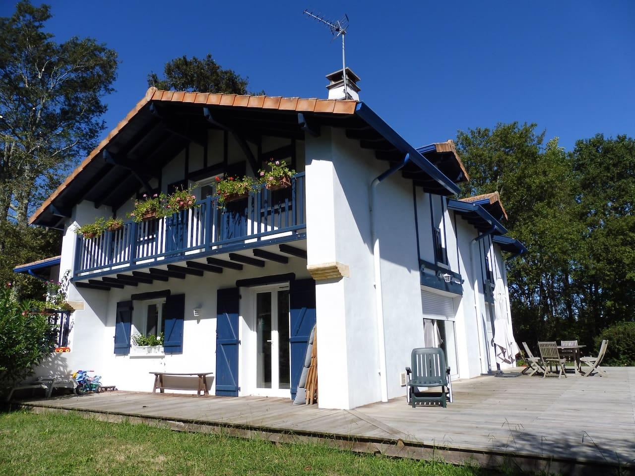 Spacieuse Maison Basque à 5 km de Biarritz