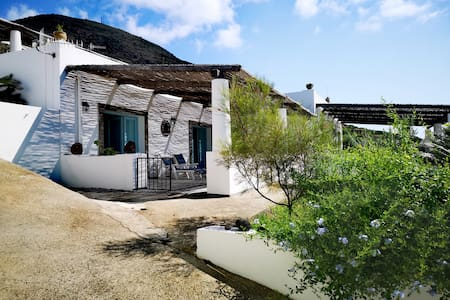 La Ginostra deliziosa casa eoliana a Lipari