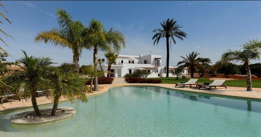 Beautiful Villa Can Cosmi with Wi-Fi, Pool, Terraces, Garden & Balcony; Parking Available