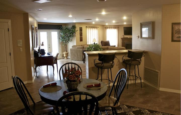 Fountain Hills Deluxe Lg 1600 SqFt  Ground Level