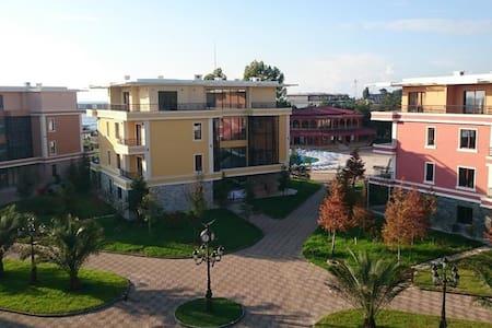 Еxclusive Apartments in DreamLand Oasis Chakvi - Chakvi - サービスアパートメント