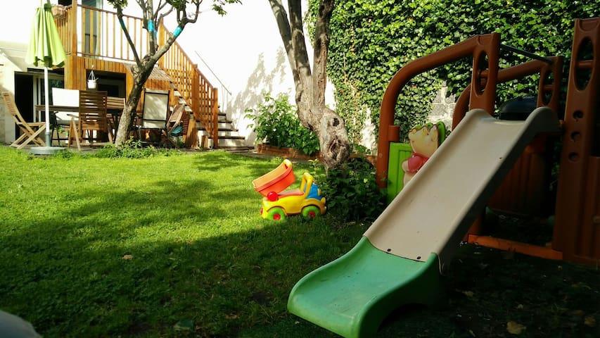 Maison jardin bio colo 5 min m tro maisons louer montreuil le de france france - Location maison jardin ile de france colombes ...