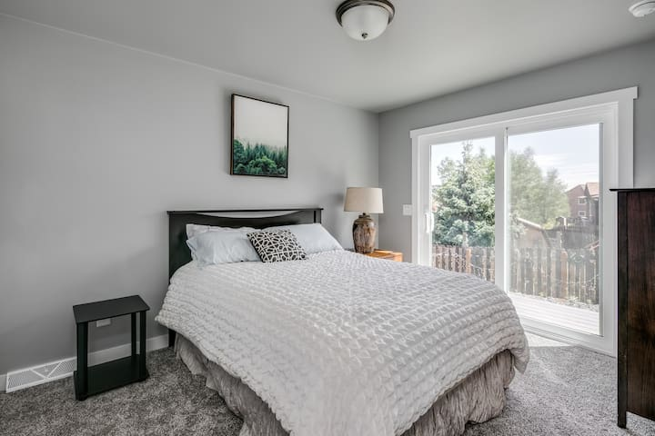 Downstairs bedroom (2), Queen bed, connecting door to bathroom and sliding glass door to outside