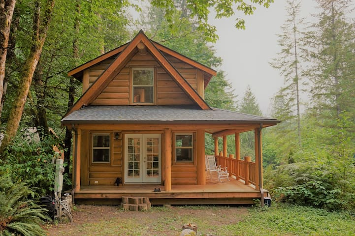 Mt Baker Cabin in the Woods *Mountain Views!*