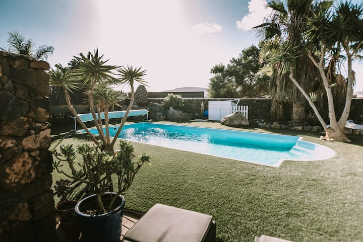 Casa Brujas Lajares, heated pool, optic fibre wifi