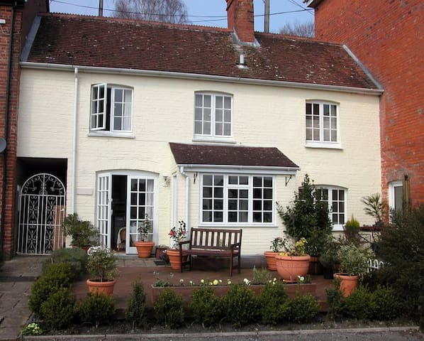 The Mew Cottage, Salisbury (H157)