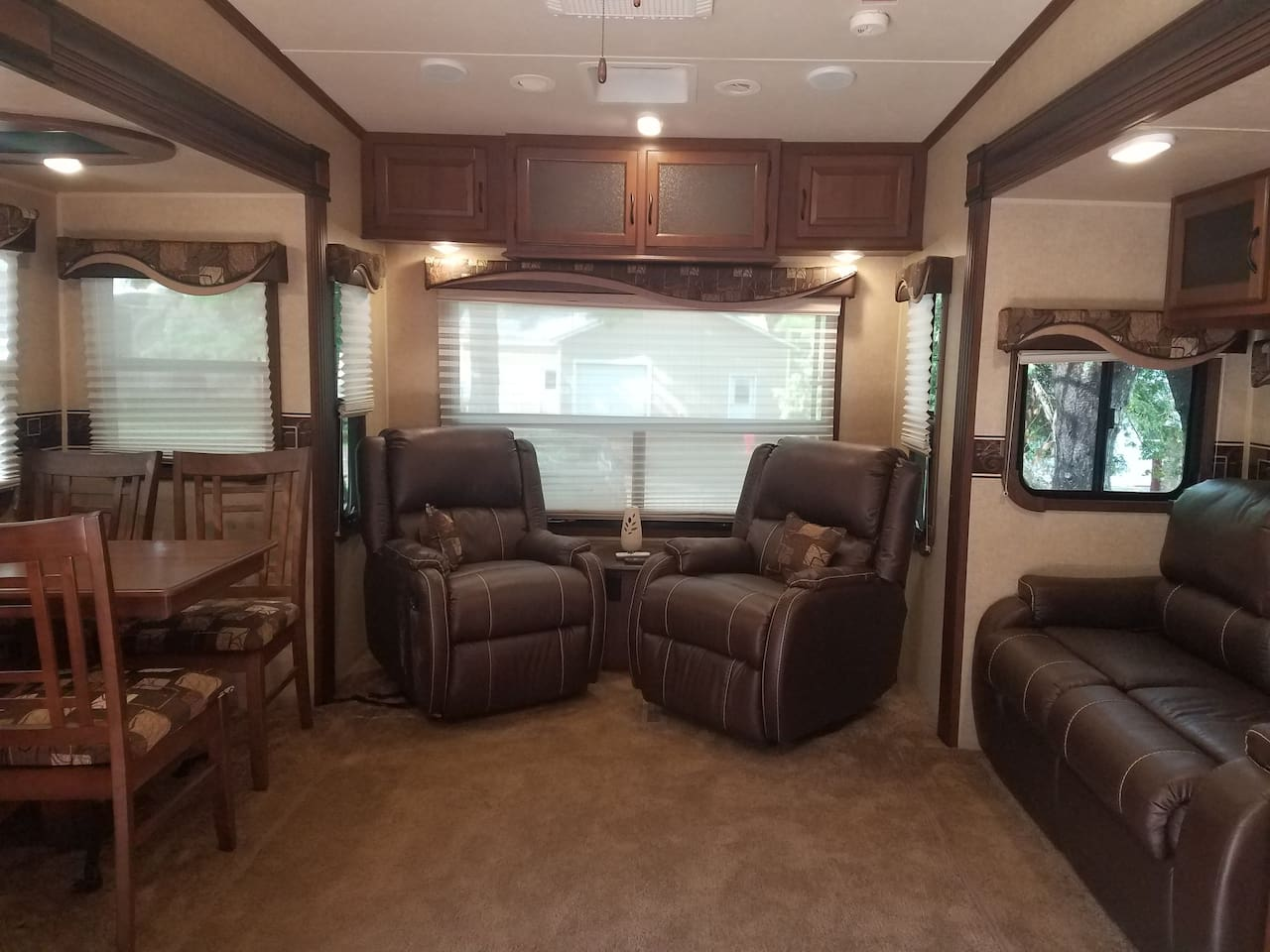Beautiful spacious 2015 RV for Rent by Season or Monthly