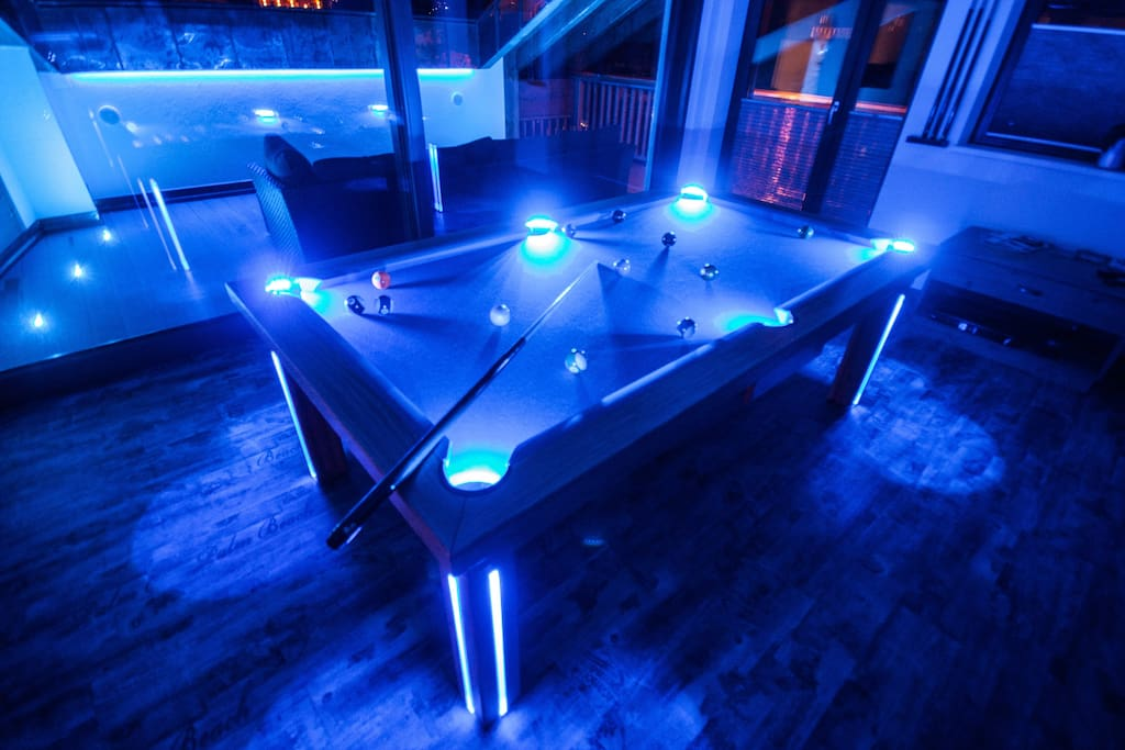 mit einzigartiger LED Beleuchtung // with stunning LED lighting