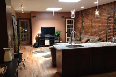 Luxury Suites Downtown Baltimore - Baltimore