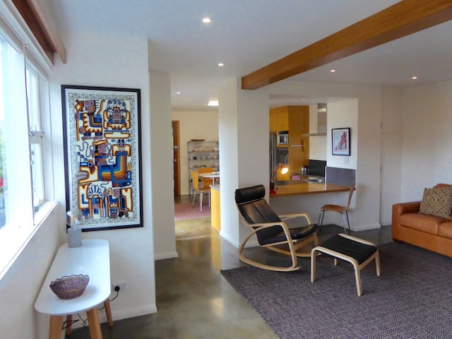 Gorgeous, warm, views - 8 mins CBD - Lindisfarne - Apartament