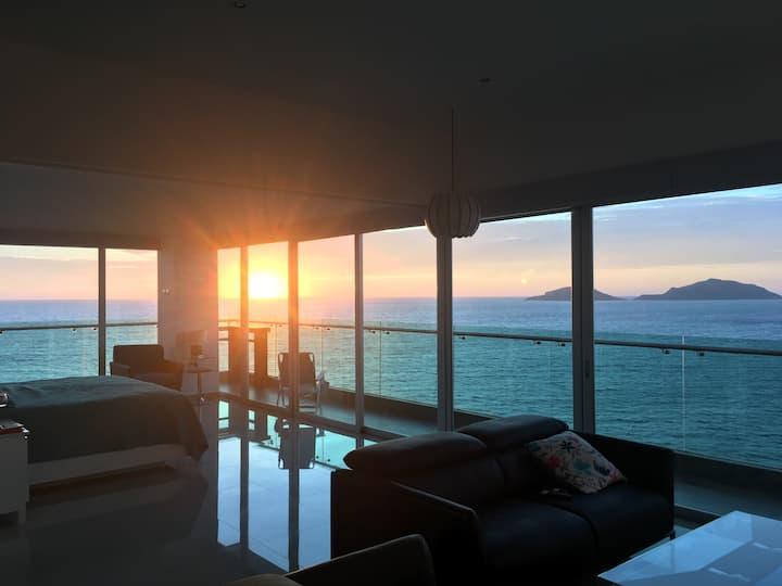 Spectacular ocean views from each room, Torre Eme!