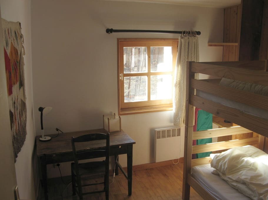 Chambre 2 avec deux lits superposés