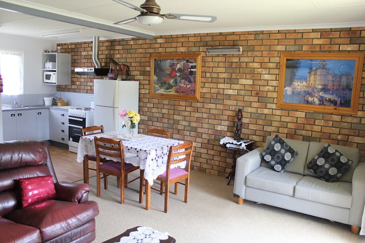 Sally's Kingscote Retreat- $59 a night/ 4 people