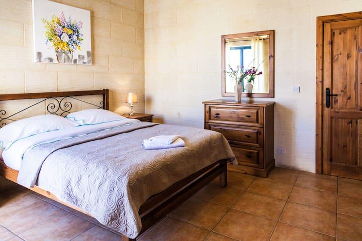 Double bedroom in 'Sunny Houses' Nadur IV - In-Nadur - Feriehjem