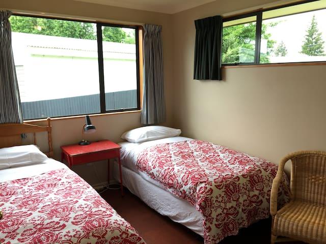 Bedroom 3 - 2 x single beds