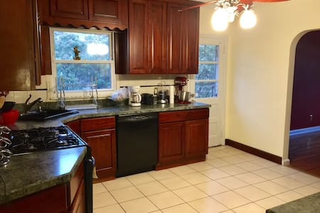 SPACIOUS 1 BR/BATH IN CHARMING HOME 25 min to NYC - Closter