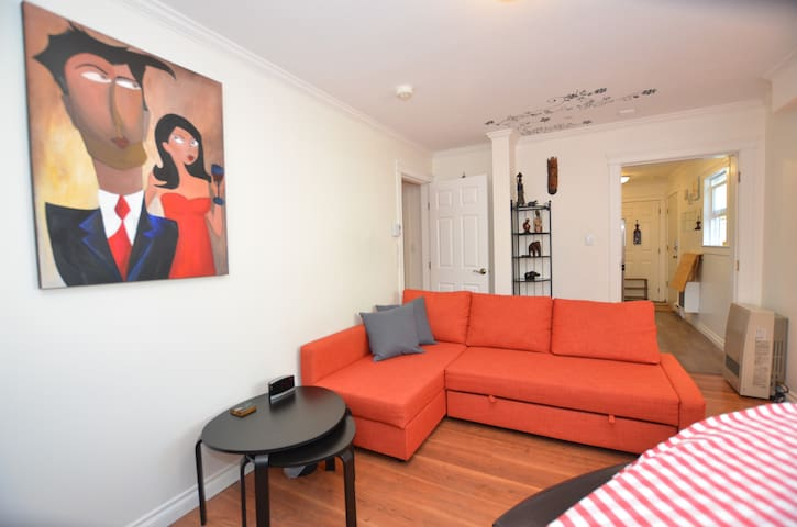 Charming Fully Furnished 1BR Suite, Close 2 UVIC