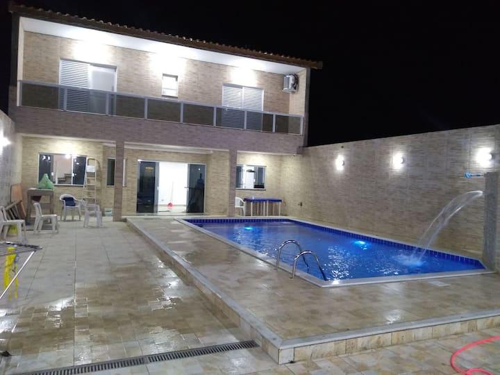 Casa de veraneio com piscina 8x4 e wi-fi.