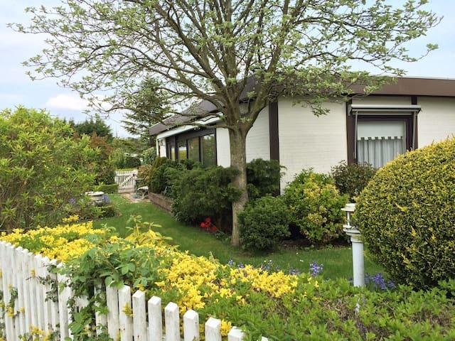 Geräumig und mit Garten: Ferienhaus Scharendijke