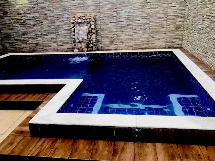 Casa espaçosa com piscina, 600mt da praia, oferta!