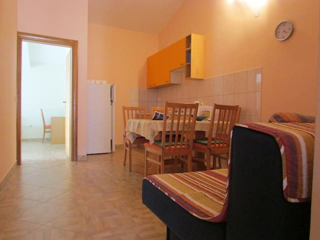 Green Rose- Traditional One Bedroom Apt  Balcony