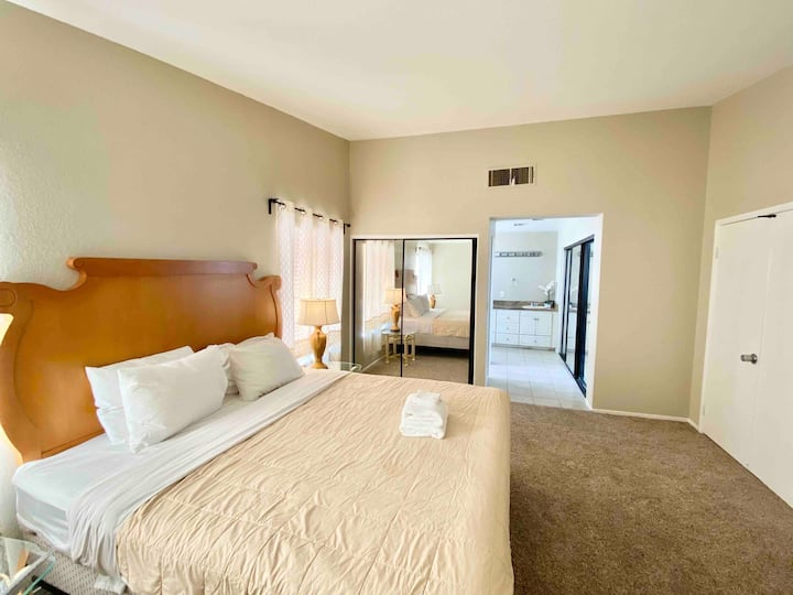 Large King Size Bedroom Suite w/ bathroom/TV