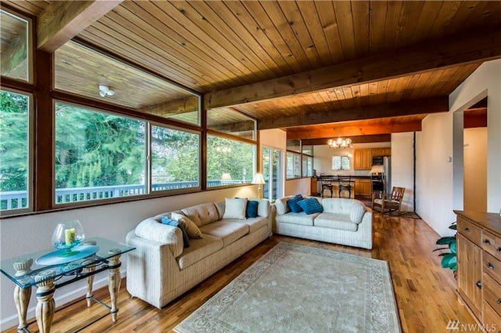 The Modern Cabin: Serene&Convenient