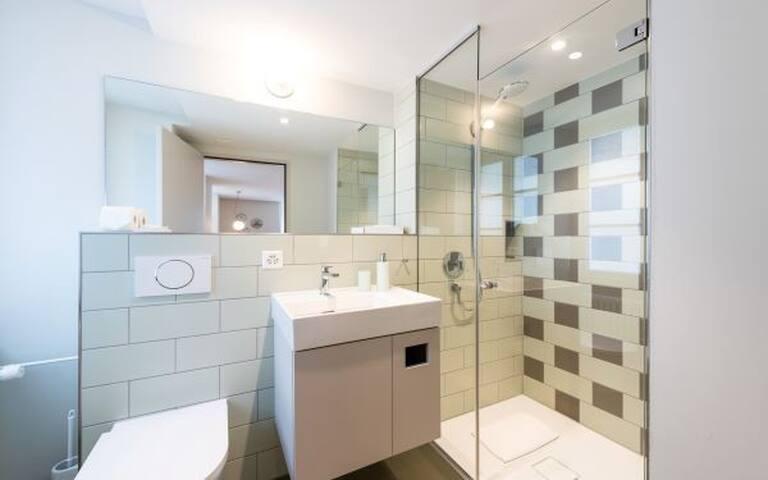 Bad mit Dusch und WC