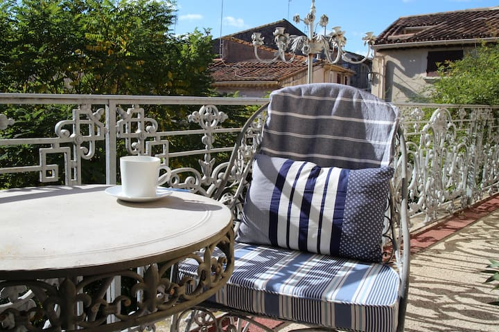 15 Grand Rue, Luxury B&B (Suite 4, 1st Floor) - Caux