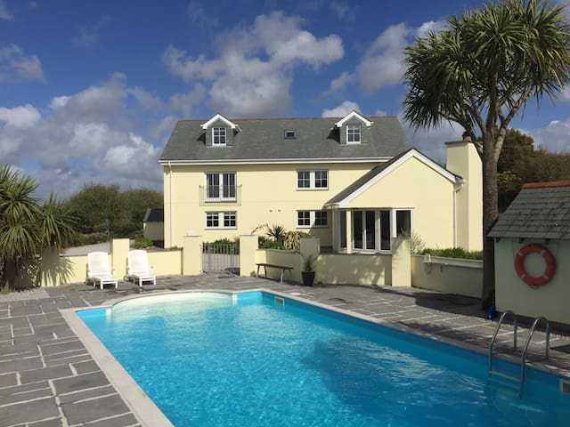 Tranquil Holiday Cottage with Pool