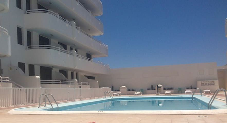 El Medano 2 Bedroomed Apartment Sea Front location