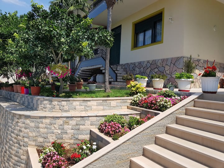 Villa Meminaj with sea view & garden