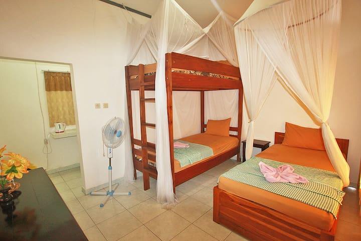 Manta Manta-3 Standard Single Beds/Fan