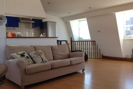 Double room in bright, spacious loft appartment - Londyn