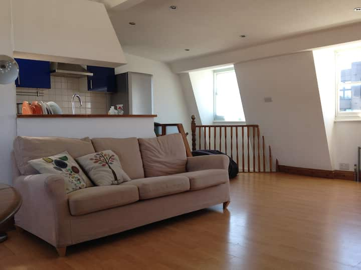 Double room in bright, spacious loft appartment