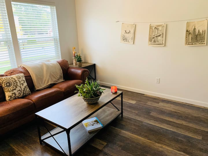 2 Bedroom Townhouse - Downtown TC